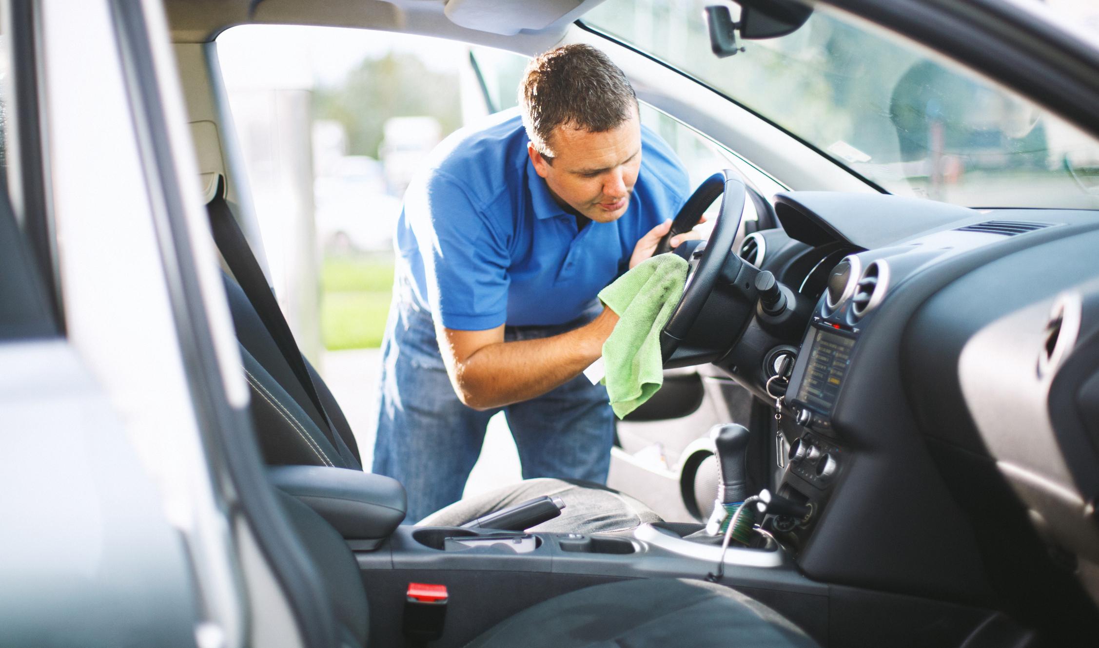 behandla skinnklädsel bil